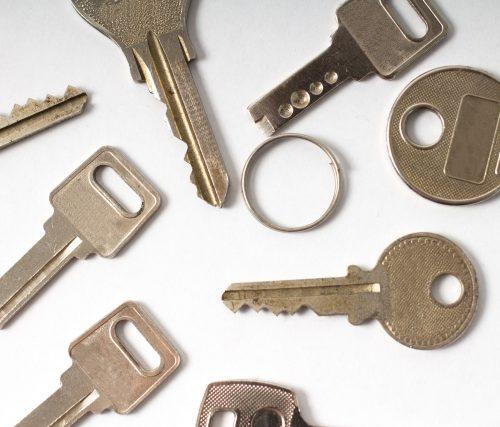 テンキー式の鍵が反応しない!キーレス錠の鍵開けは業者で対応可能?