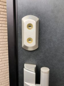 YKKap玄関ドア鍵の交換