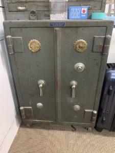 レトロな金庫鍵開錠
